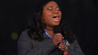 Michigan nurse performs 'Amazing Grace'