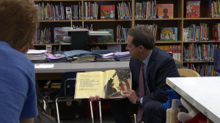Governor Bullock reads to Hawthorne Elementary students