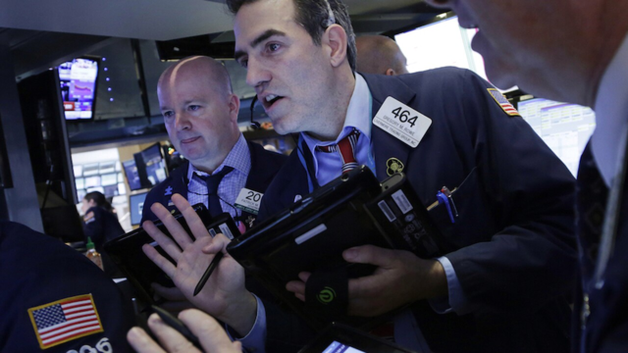 Dow falls 400 points; oil plunges below $30