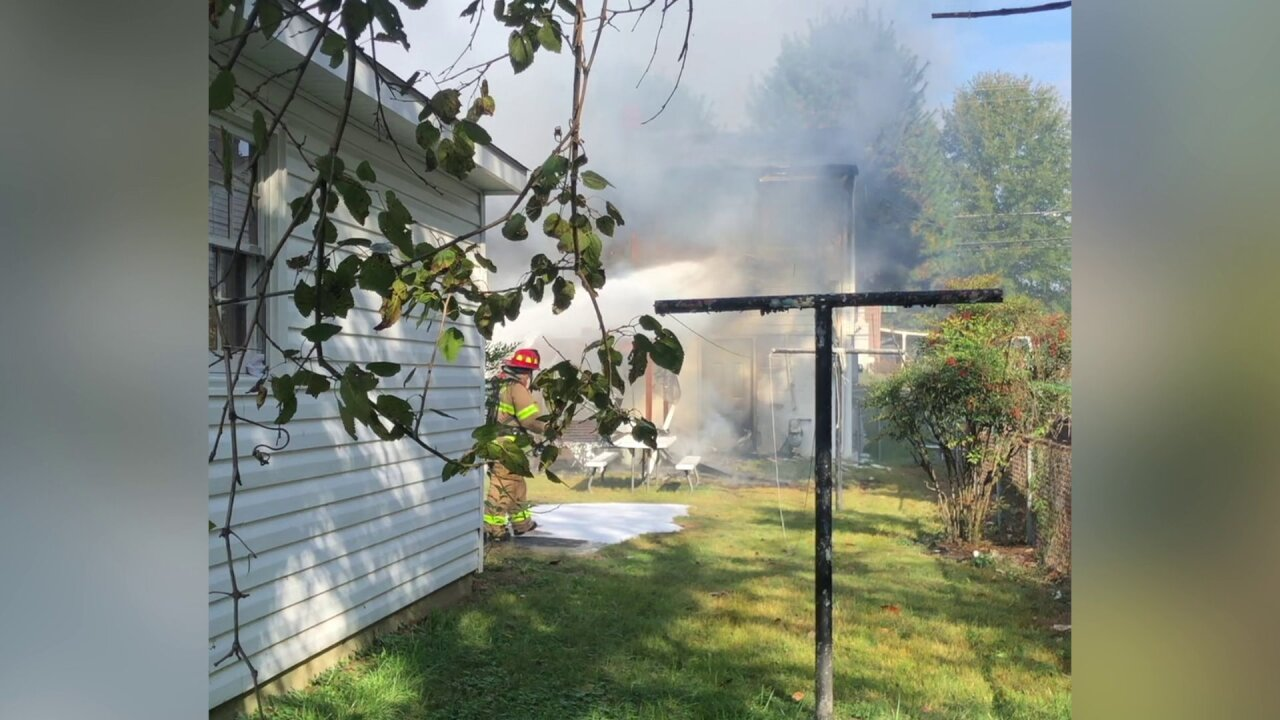 Family escapes Colonial Heights housefire