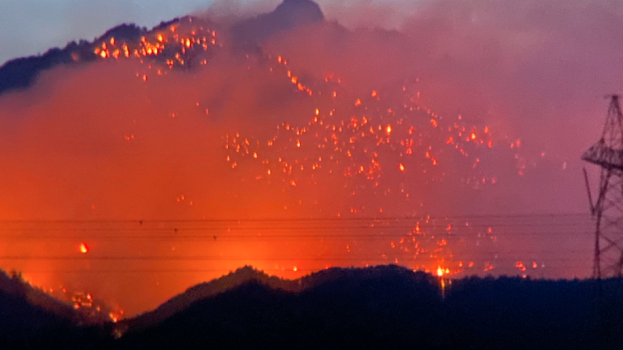 Flag Fire burning near Kingman