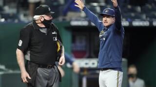 Counsell yells at umpire
