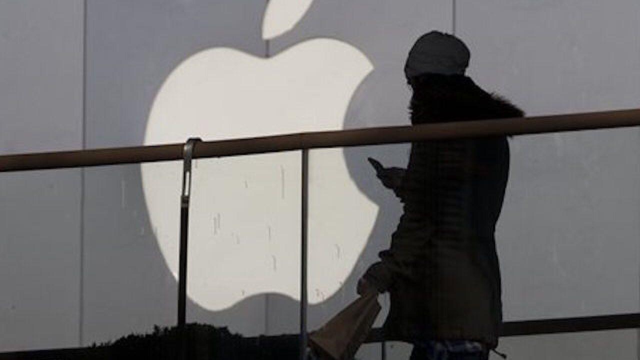 Apple's revenue falls for first time since 2003