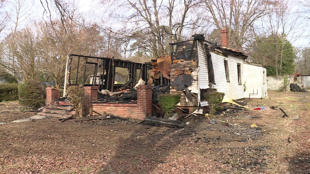 Fire destroys vacant Chesterfield home