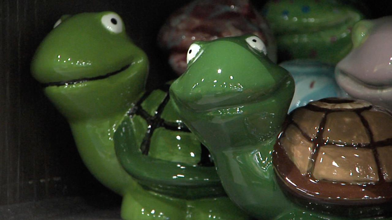 upaint pottery studio frogs