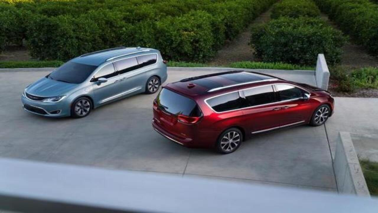 Fiat Chrysler unveils Pacifica minivan at NAIAS