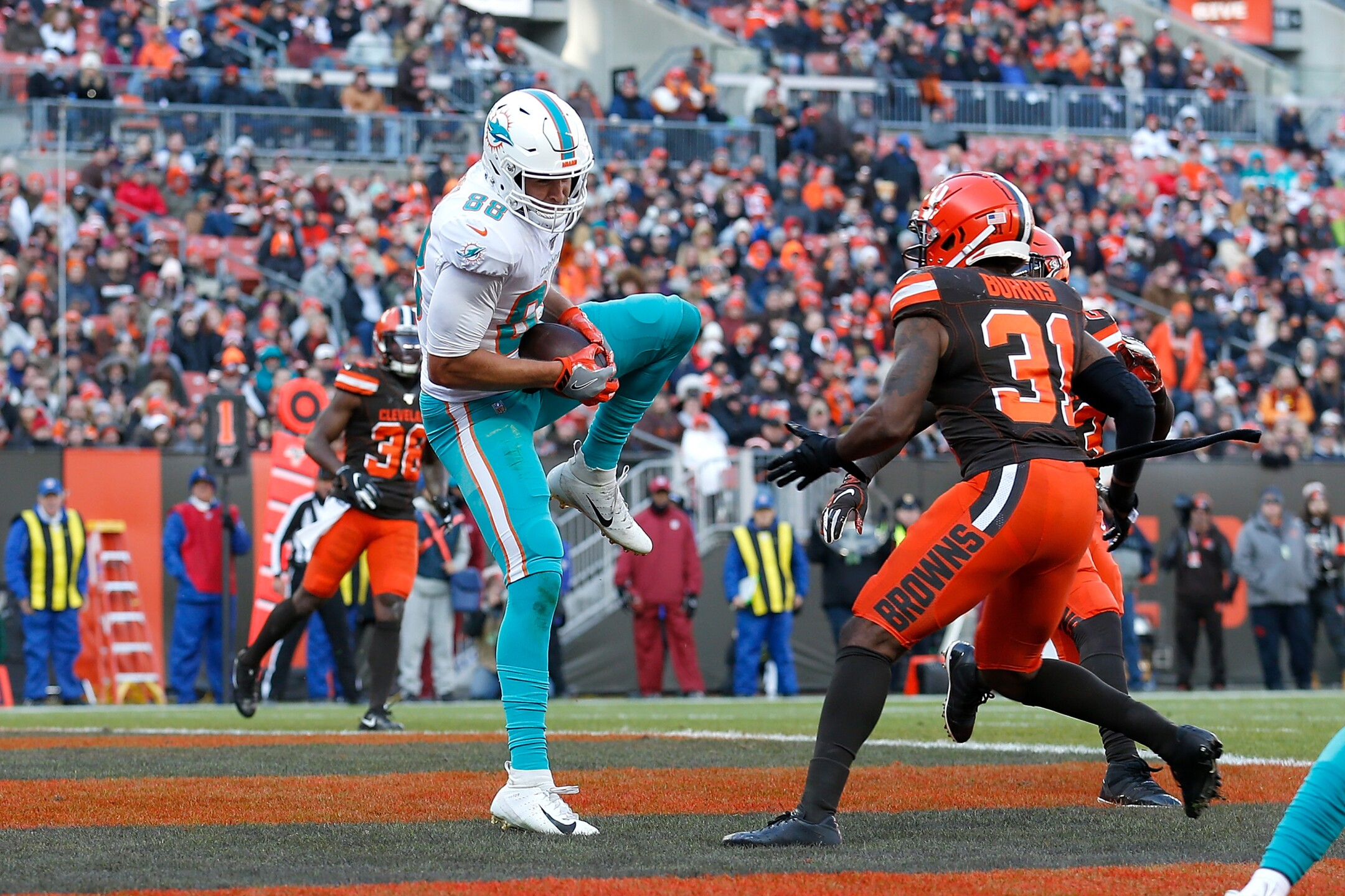 Miami Dolphins v Cleveland Browns
