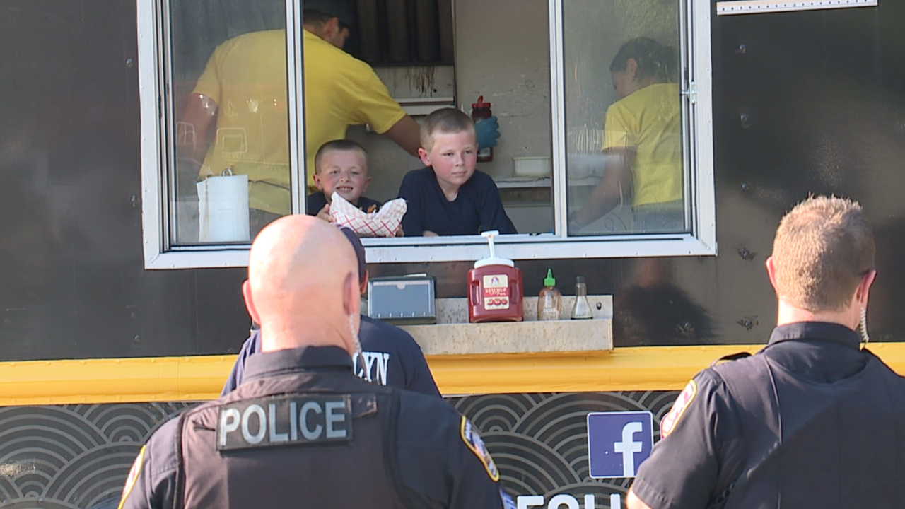 Young brothers raise money at lemonade stand to rent food truck for Brooklyn first responders