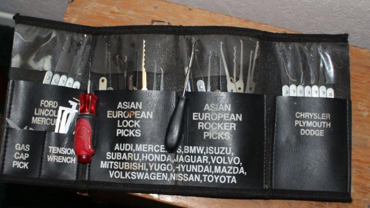 narcotics investigation Lockpicking set.JPG