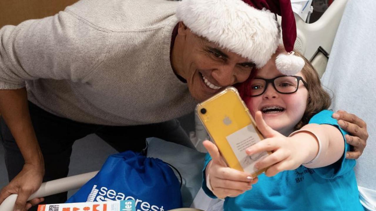 ec20f6216be President Obama visits children hospital in D.C. dressed in Santa hat