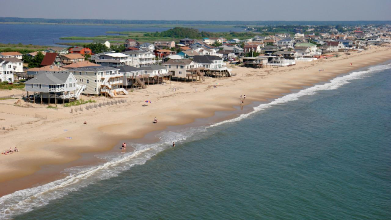 Sens. Kaine, Warner raise beach umbrella safetyconcerns