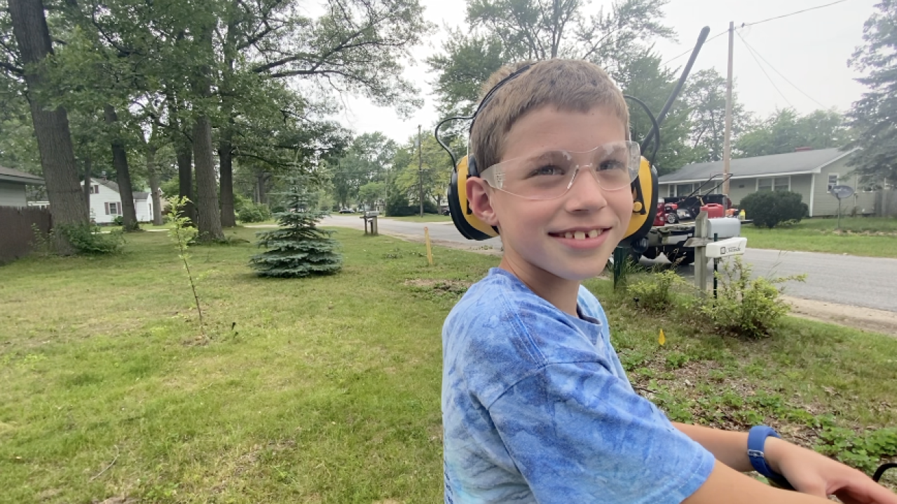 8-year-old mows lawns for free