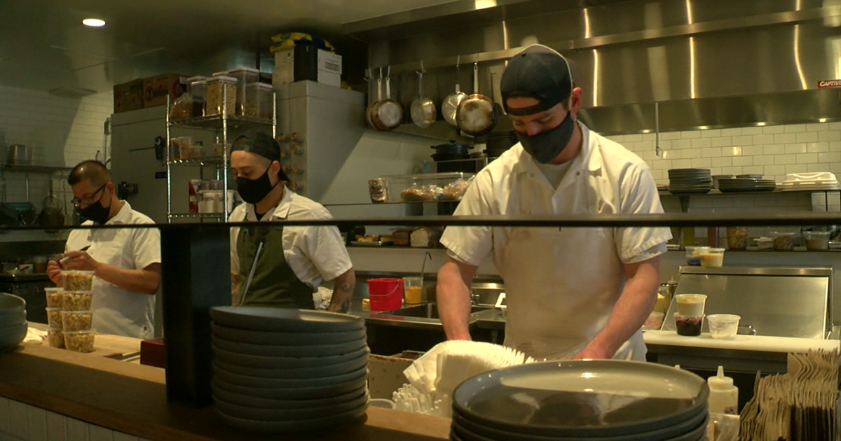 Denver restaurant workers no longer required to wear masks if 85% vaccinated