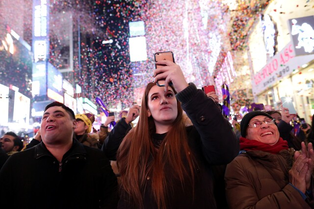 New Year's Eve: Ringing in 2017 around the world