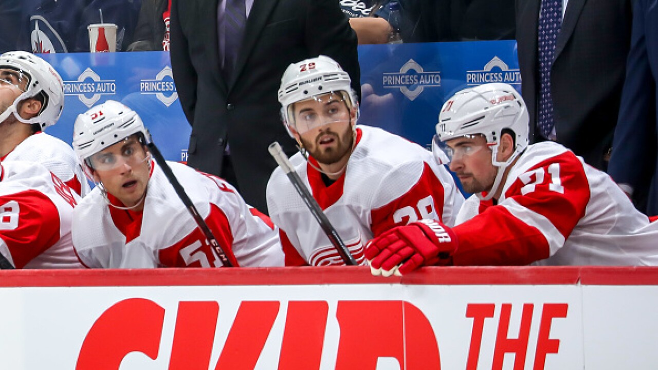 Red Wings collapse again in second, lose to Jets