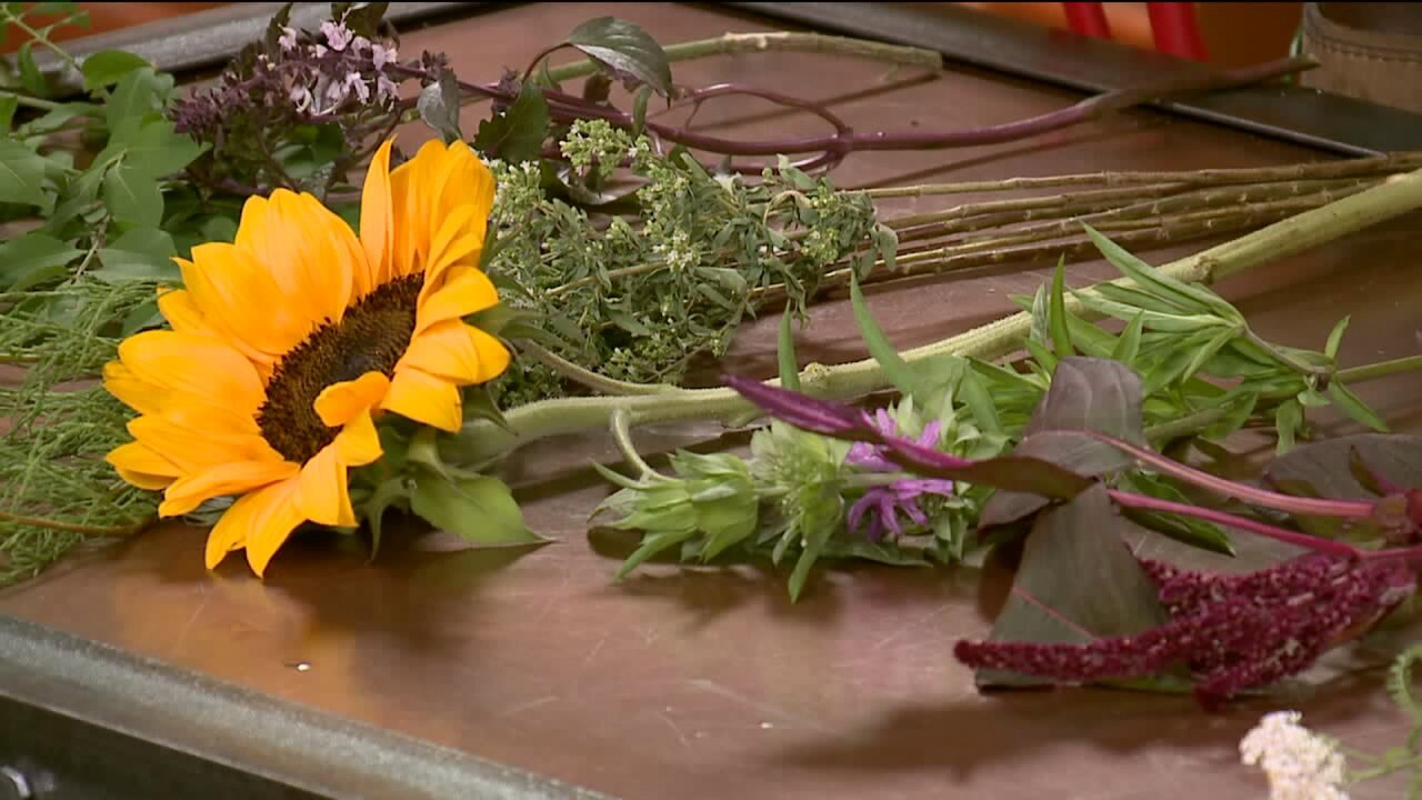 How to make a mason jar floral arrangement with local flowers