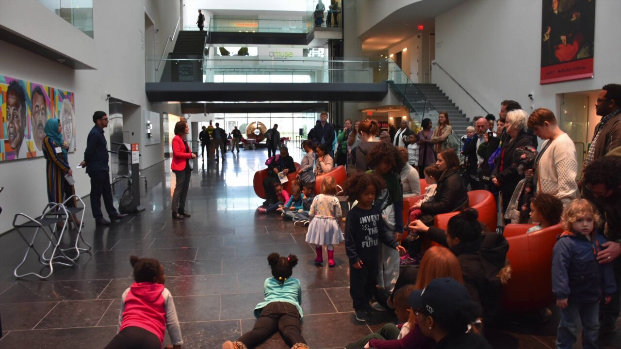 Family read-in at VMFA celebrates African-American artists
