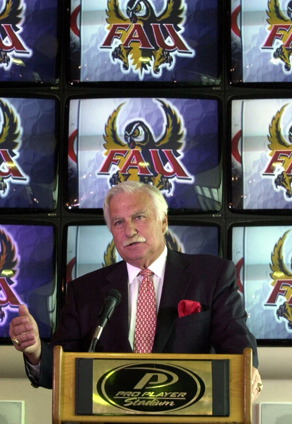 Howard Schnellenberger during news conference at Pro Player Stadium in 2000