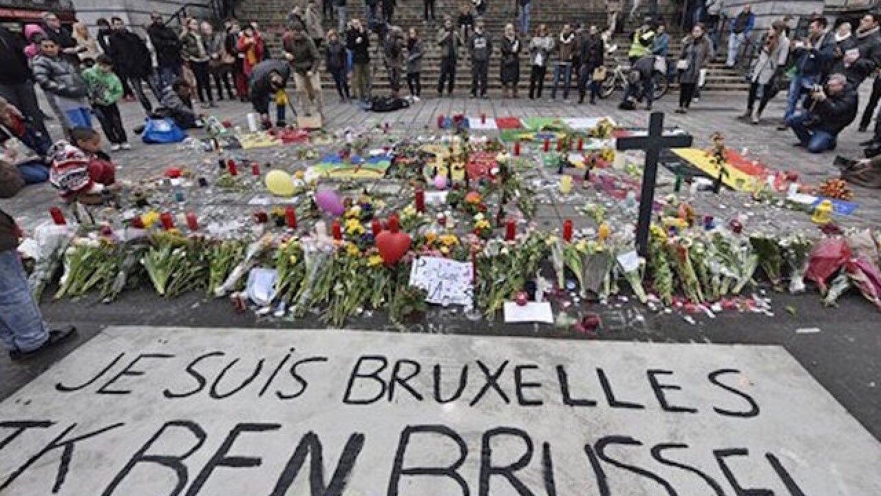 Belgian authorities hunt Brussels bombing suspect