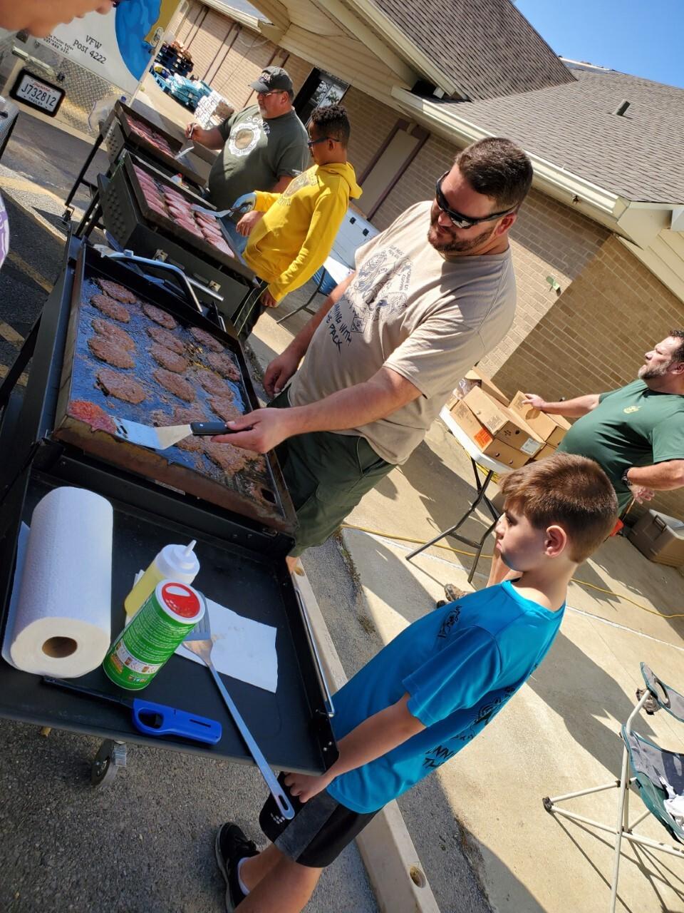Boy scouts Morgan City feed Delta victims (2).jpg