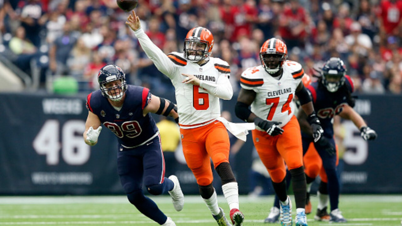 5d155ff5f Huddle up! Browns QB Mayfield takes turn as Brewers 1B coach