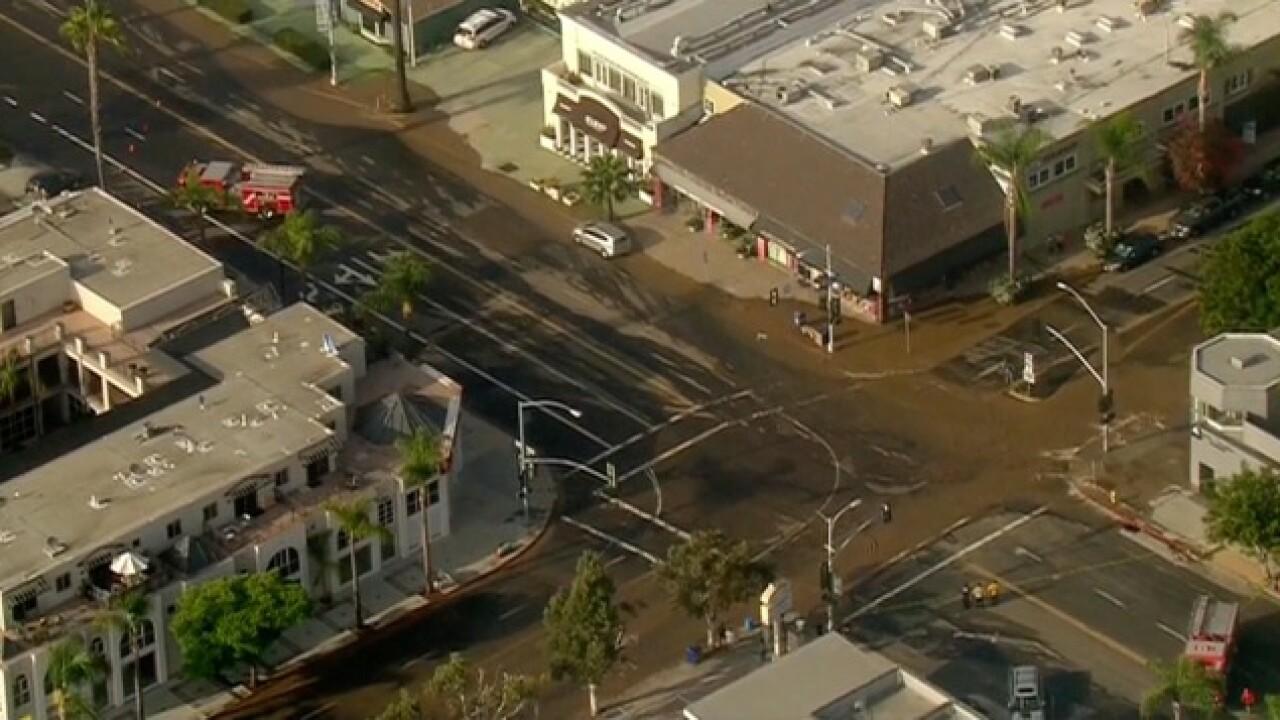 Broken water main floods La Jolla streets