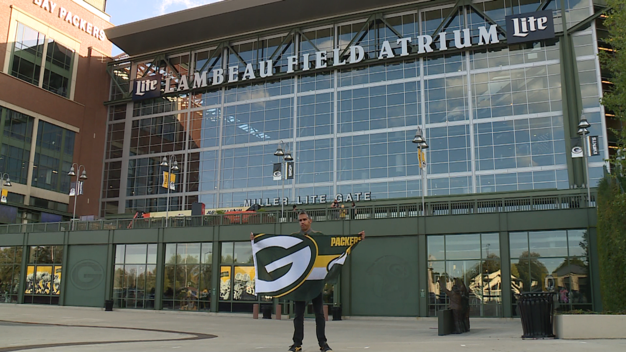 Fan travels from Australia, plans to go to every Packer game this season