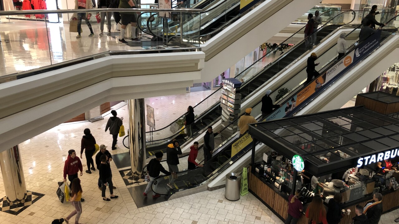 Last-minute shoppers hurry into MacArthur Center in Norfolk on ChristmasEve