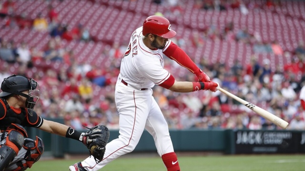 Suarez extends streak with homer, Reds beat Marlins 4-1