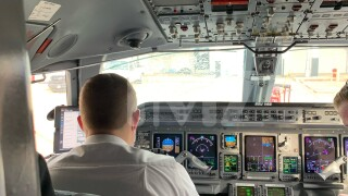 American Airline flight windshield shatters