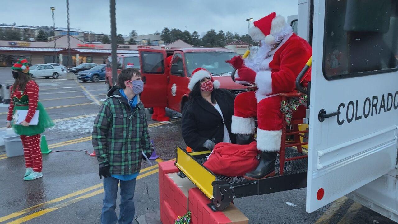 Sign language-using Santa touring across Colorado