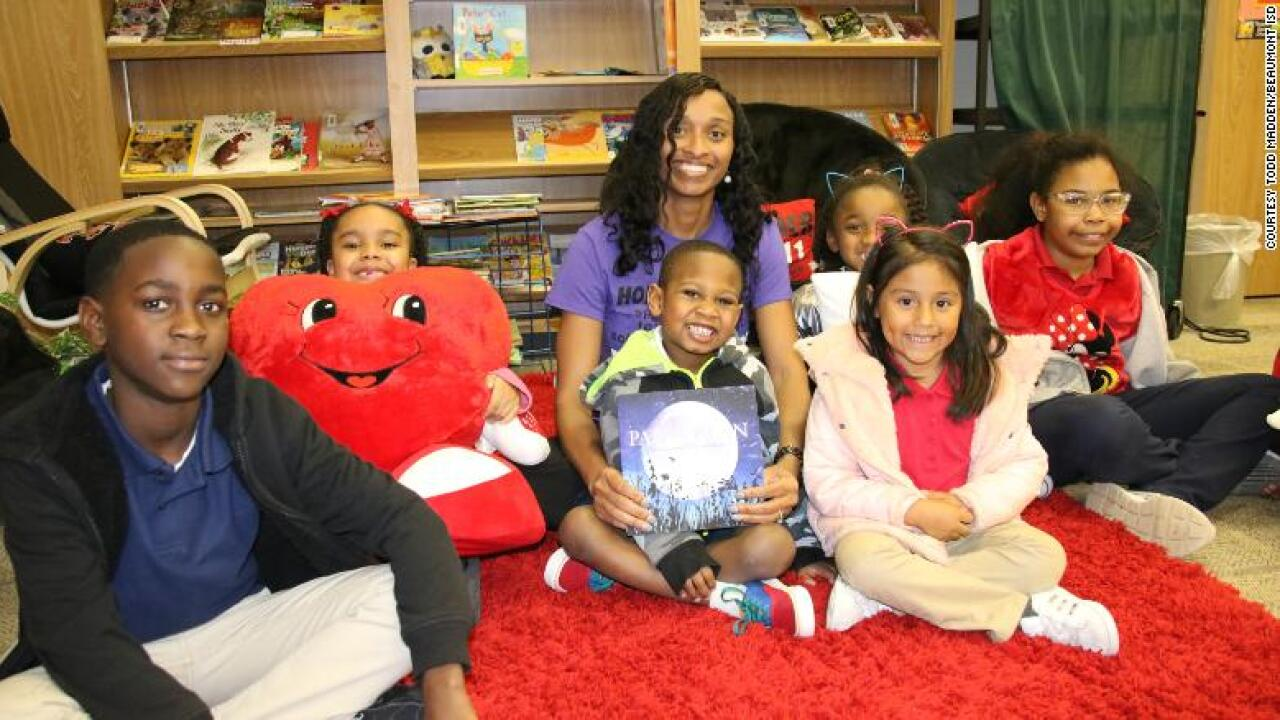 Texas principal boosts reading scores, streams bedtime stories to her schoolkids every week
