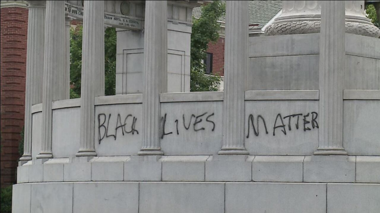 'Black Lives Matter' spray painted on Confederatestatue