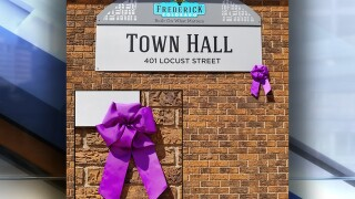 Frederick providing purple ribbons for residents to display in memory of Shanann Watts, children