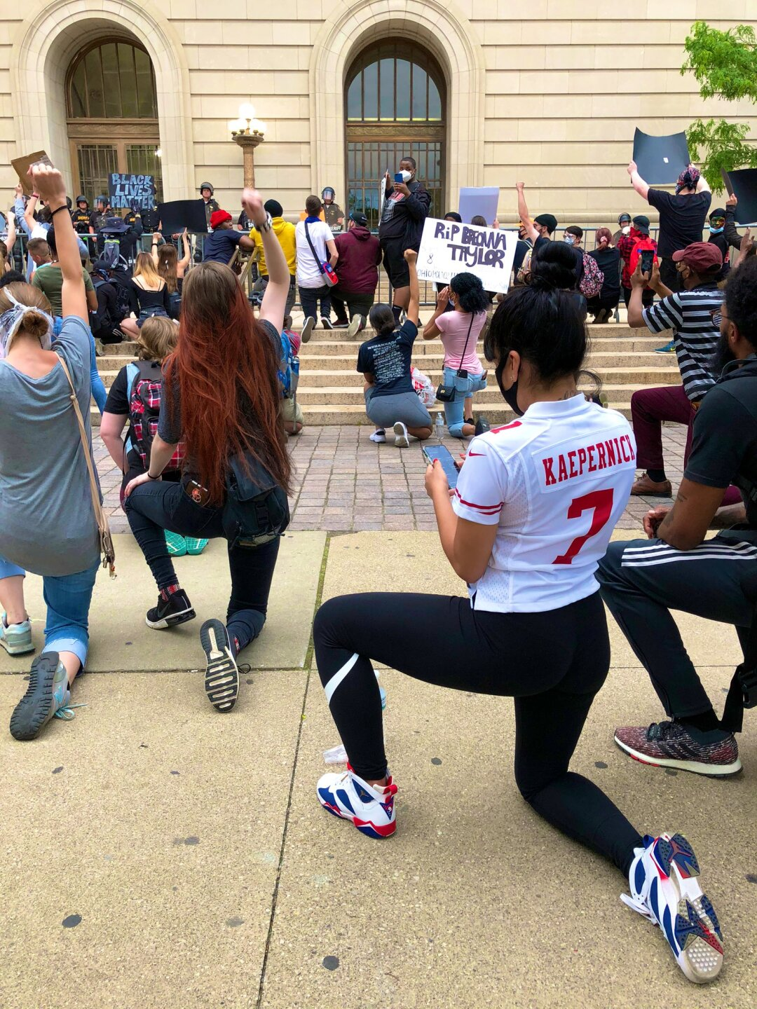 kneeling at courthouse.jfif