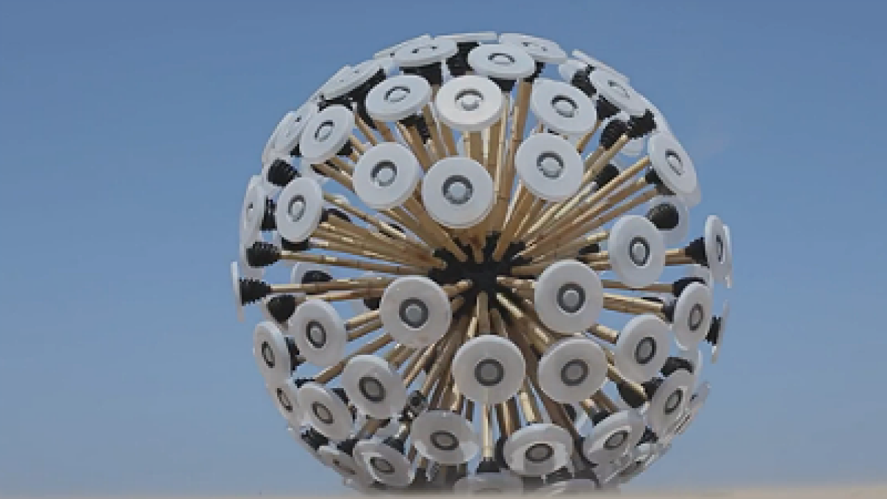 Video: Wind-powered ball clears land mines