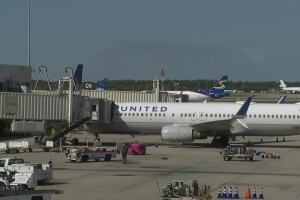 Pepper spray goes off on United Airlines flight plane at RSW Airport