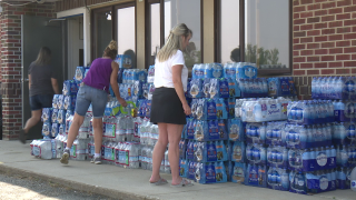 Volunteers collect water and food for firefighters in Denton