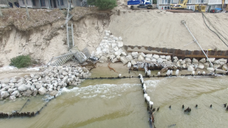Homeowners hit by shoreline erosion demand state lower regulations
