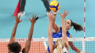 U.S. crushed by ROC after losing Thompson to injury