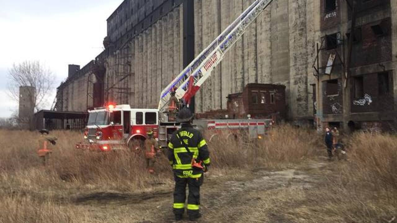 Buffalo firefighters rescue two from roof