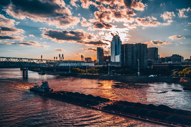 Cincygram takes us on a tour of the city in the fading rays of the evening sun