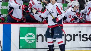 Ovechkin gets hat trick with two empty-netters, Capitals top Red Wings