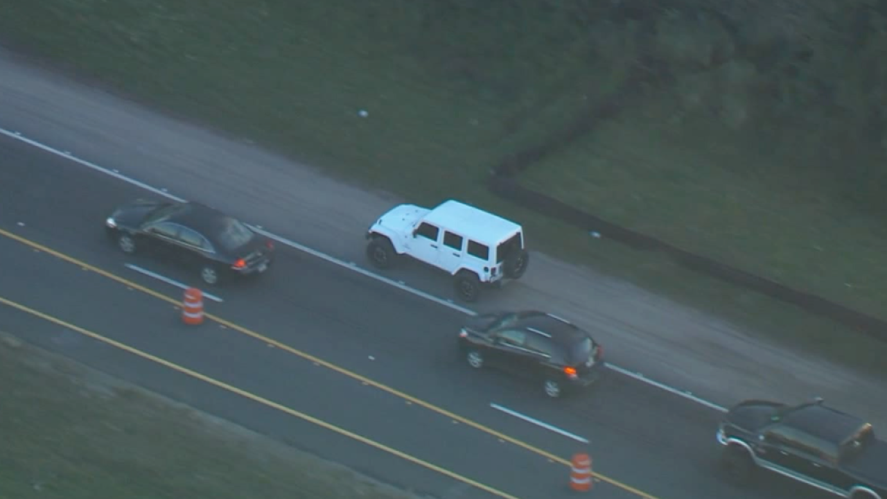 Driver-uses-shoulder-as-lane-in-US-41-construction-zone-2019.png