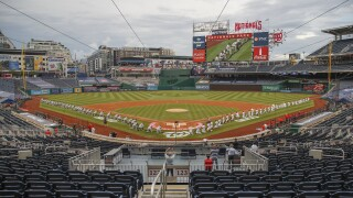 Yankees, Nationals take knee; Fauci bounces first pitch