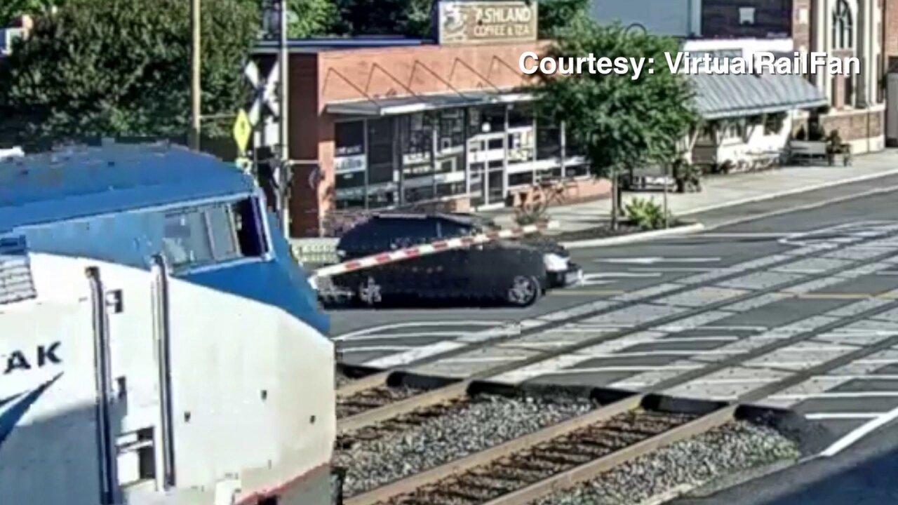 Video shows SUV slam into Amtrak train in Ashland; driverhospitalized