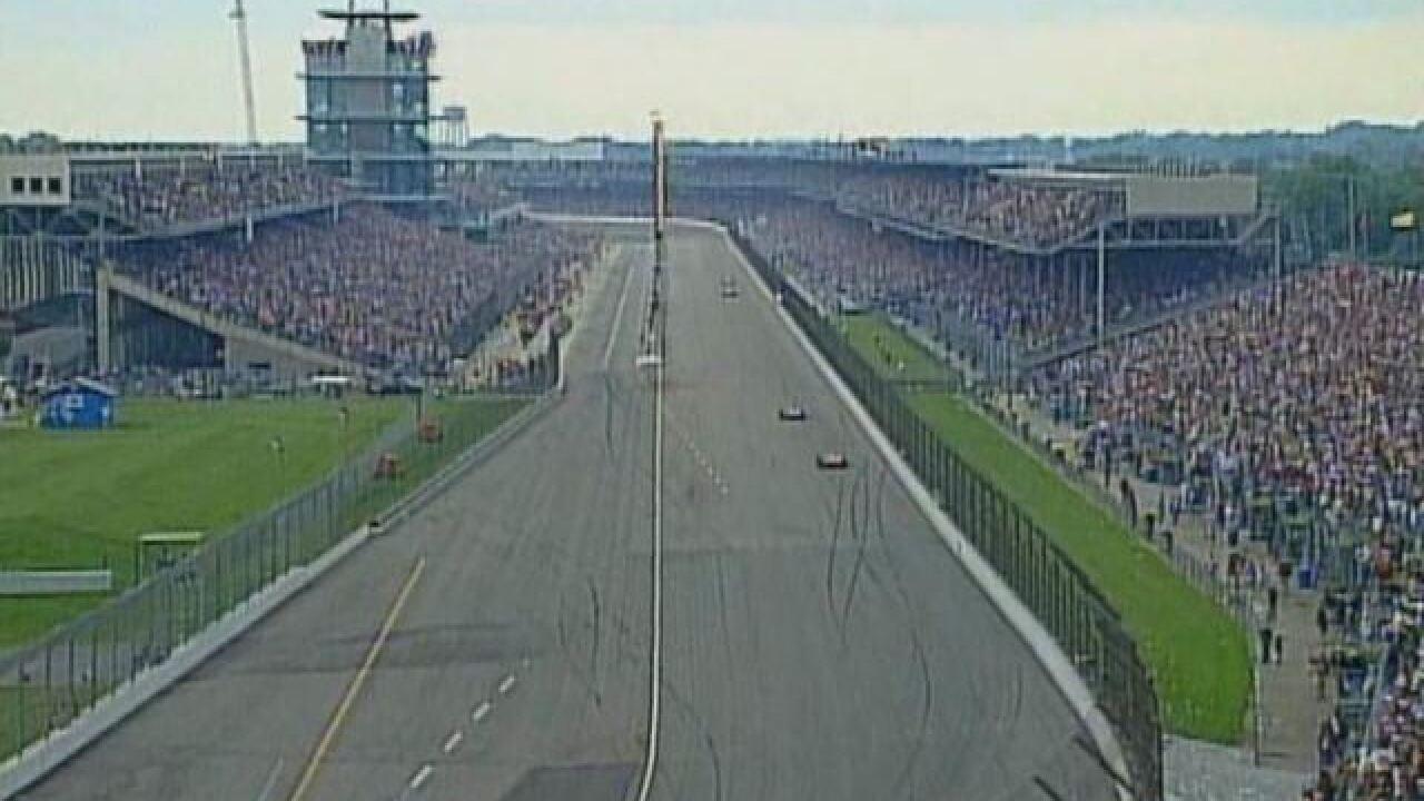 CART team crosses picket line in 2000 Indy 500