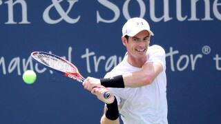 Murray loses in opening round, Federer back in Cincinnati