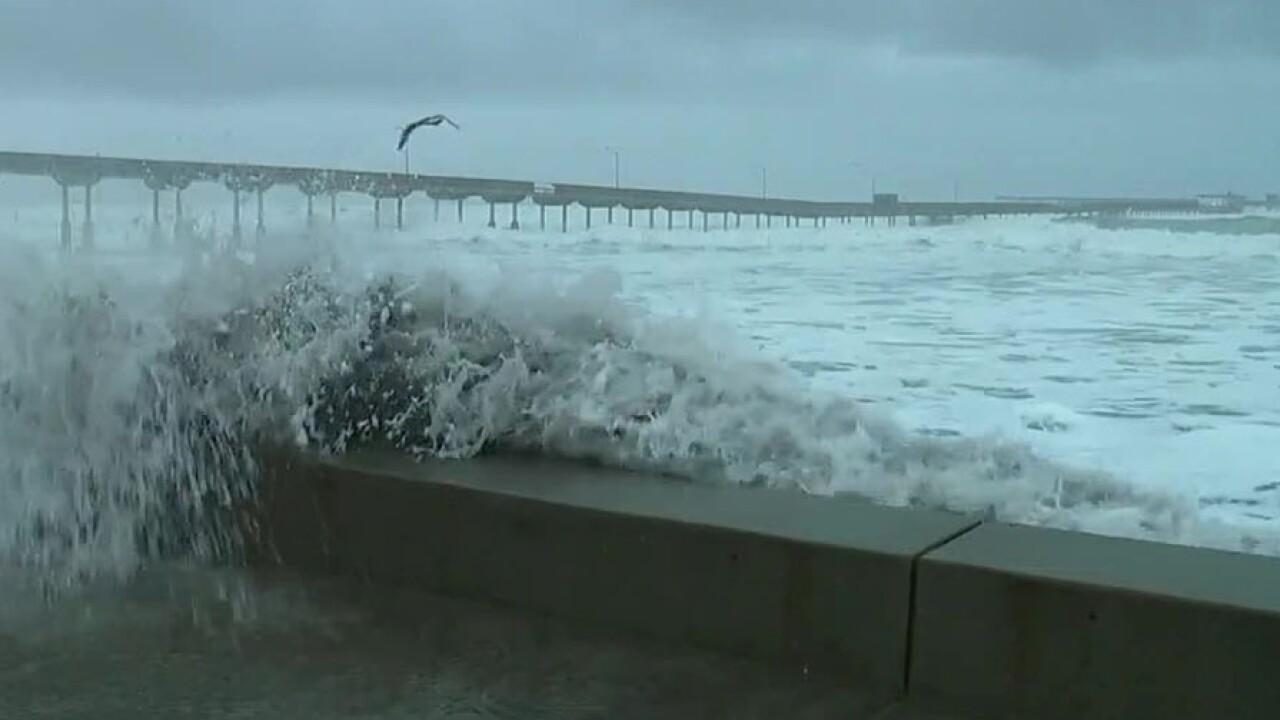 ocean_beach_pier_wave_011819.jpg