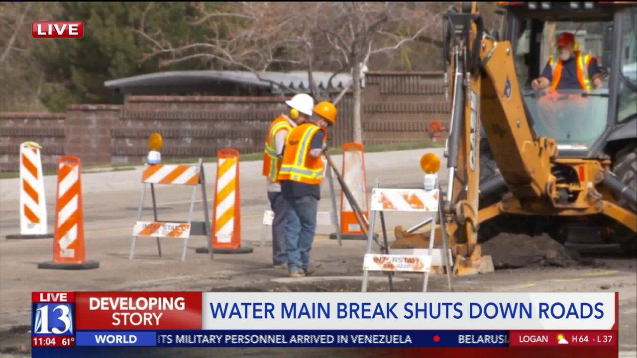 Water main break closes lanes of Highland Drive inHolladay
